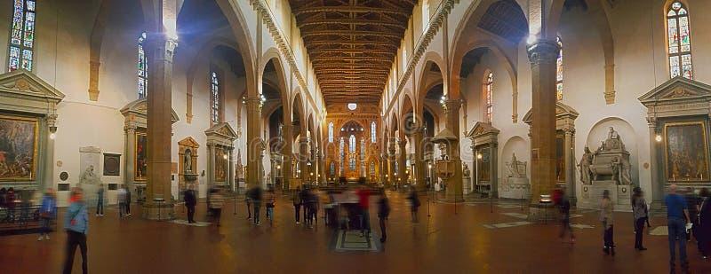 Een binnenlandse mening van Santa Croce-basiliek in Florence stock foto