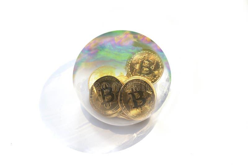 Een bitcoinzeepbel stock foto