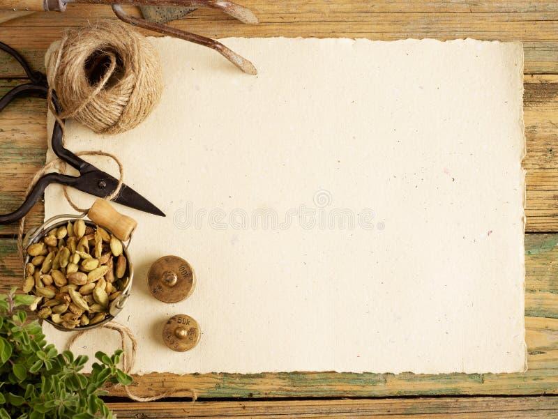 Een blanco pagina en het tuinieren materiaal royalty-vrije stock foto