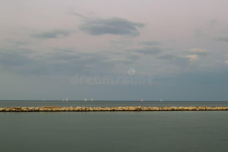 Een blauwe horizon royalty-vrije stock afbeeldingen