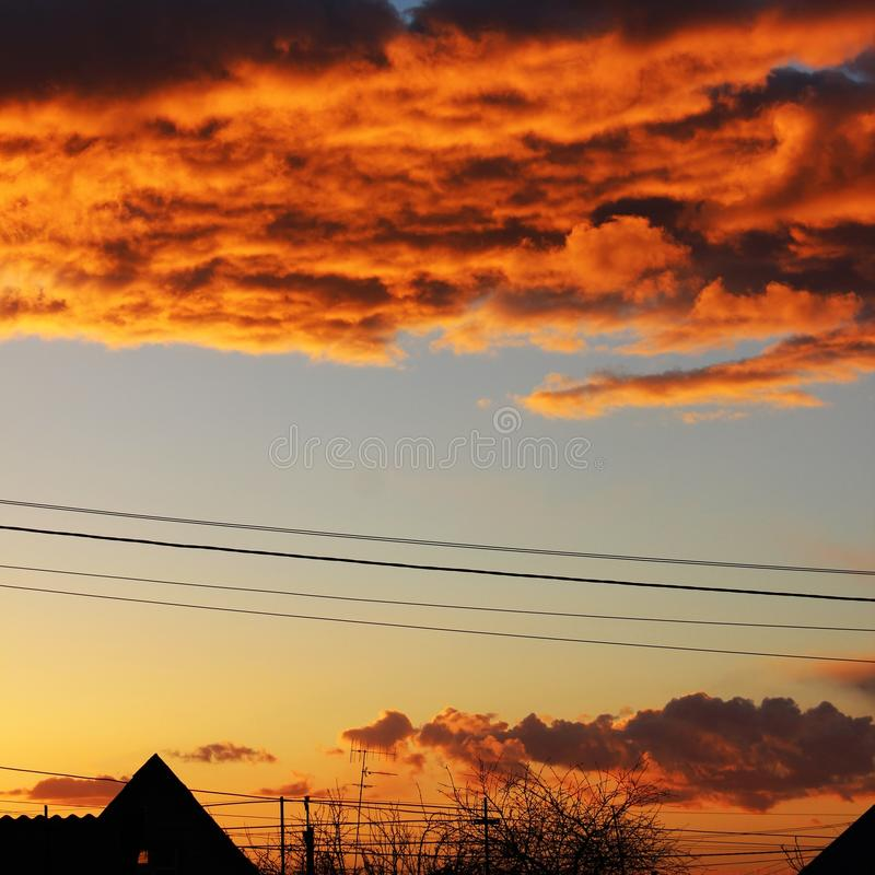 Een bloed-rode zonsondergang stock afbeeldingen