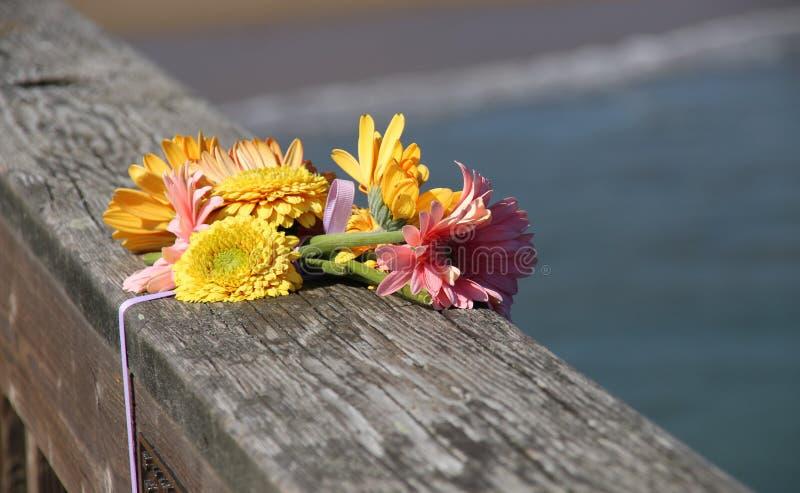 Een boeket van mooie bloemen, in geheugen royalty-vrije stock afbeelding