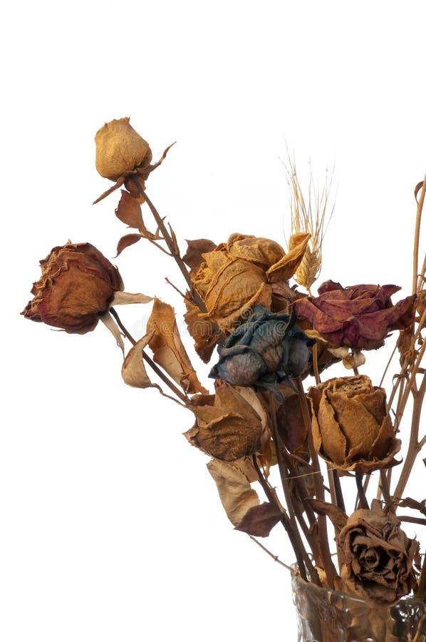 Een boeket van vernietigde rozen en bloemen royalty-vrije stock foto
