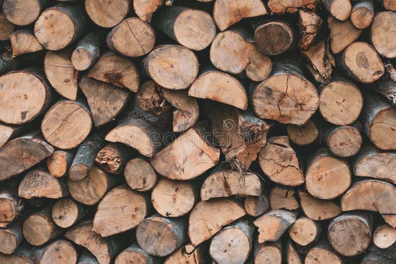 Een bos van logboeken Brandhouttextuur E Oude muur houten uitstekende textuur r stock afbeelding
