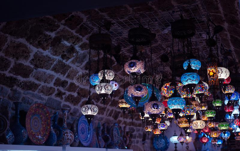 Een bos van Turkse lampen bij ??n van vele Kemer-gift winkelt Antalya, Turkije royalty-vrije stock afbeeldingen