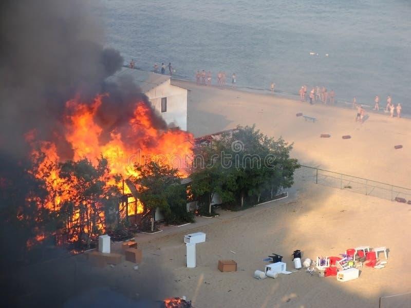 Een brand in een rust kamp dichtbij Odessa stock afbeelding