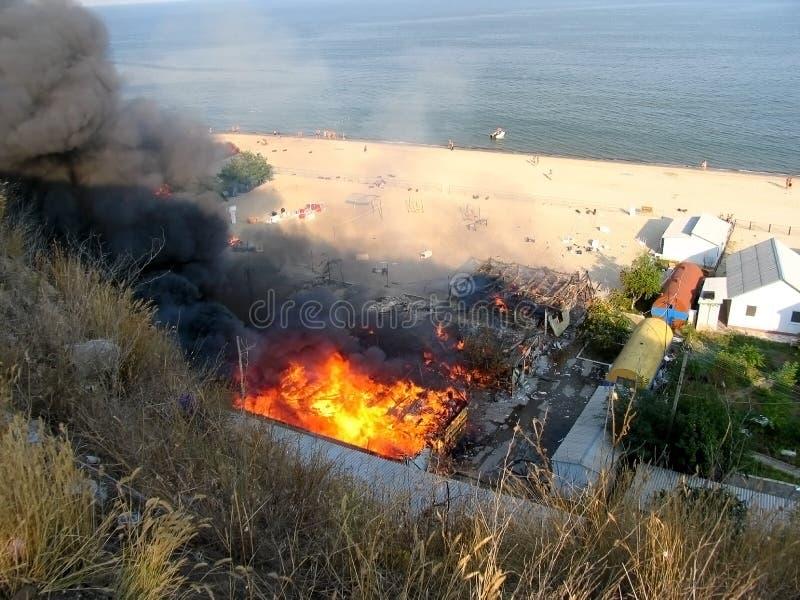 Een brand in een rust kamp dichtbij Odessa royalty-vrije stock foto