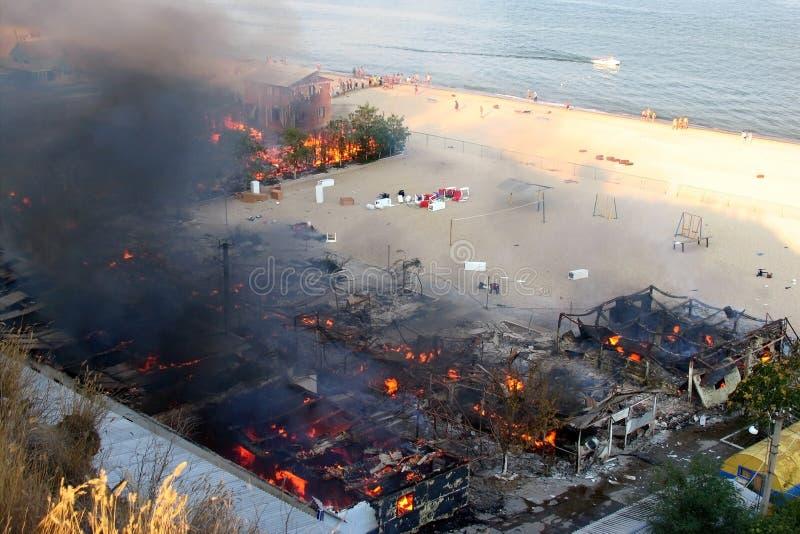 Een brand in een rust kamp dichtbij Odessa stock fotografie