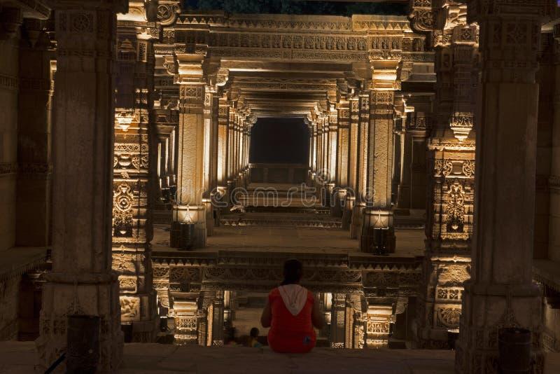 Een brede mening van Adalaj-stap goed Ahmedabad, Gujarat stock afbeeldingen