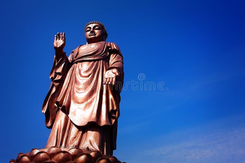 Een bronsstandbeeld van Sakyamuni stock fotografie
