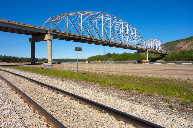 Een brug over de nenanarivier stock foto