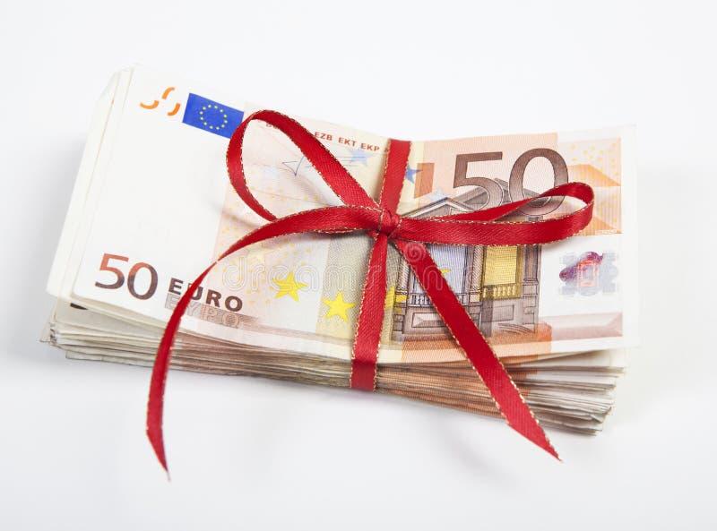 Een bundel van euro rekeningen stock foto's