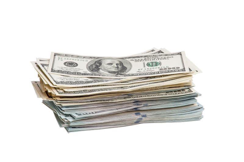 Een bundel van honderd dollarsrekeningen op een witte achtergrond Geïsoleerde stock foto