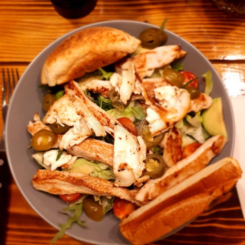 Een caesar salade met jalapenõs royalty-vrije stock afbeelding
