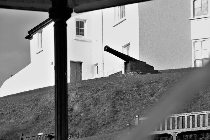 Een canon klaar voor actie betreffende de het westenkosten van Wales stock foto