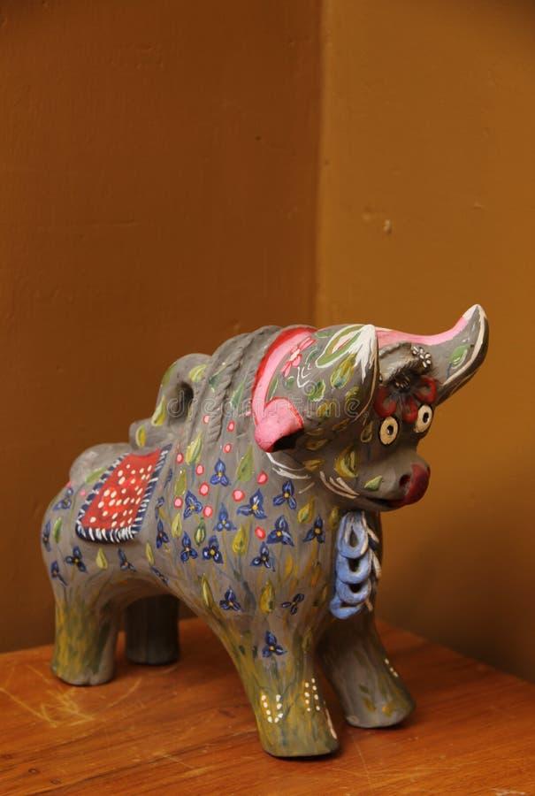 Een ceramische Pucara-Stierenstandbeelden stock fotografie