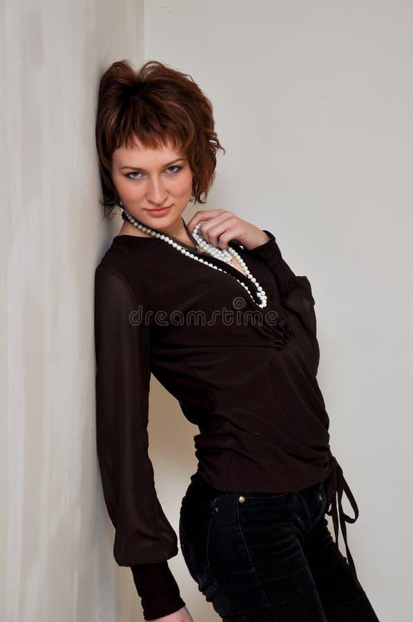 Een charmant en mooi meisje stock afbeelding