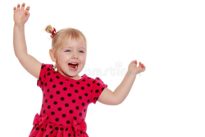 Een charmante kleine meid die gelukkig lacht in studio stock foto's