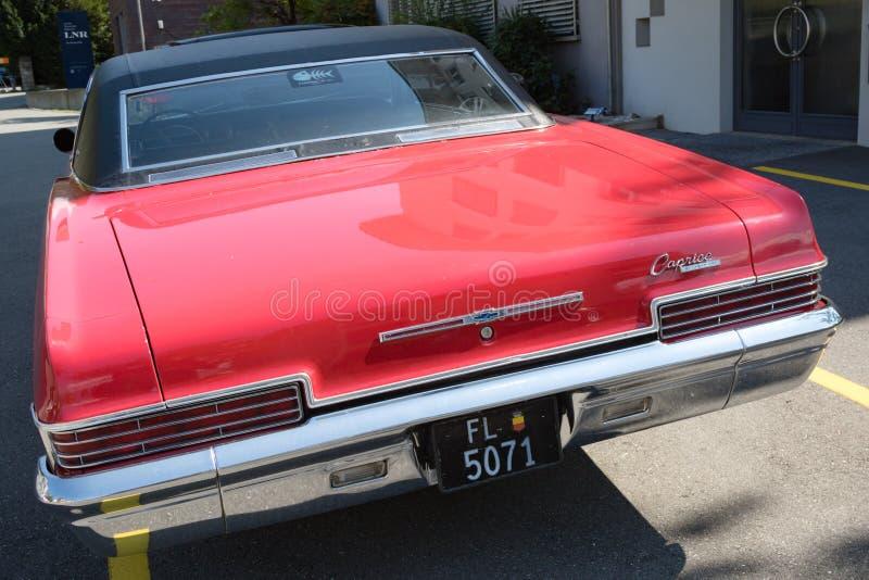 Een Chevrolet-auto in Vaduz wordt geparkeerd die royalty-vrije stock afbeeldingen