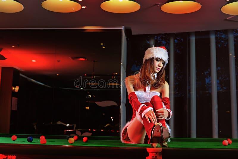 Een Chinees meisje kleedde zich in Kerstmiskostuums royalty-vrije stock fotografie
