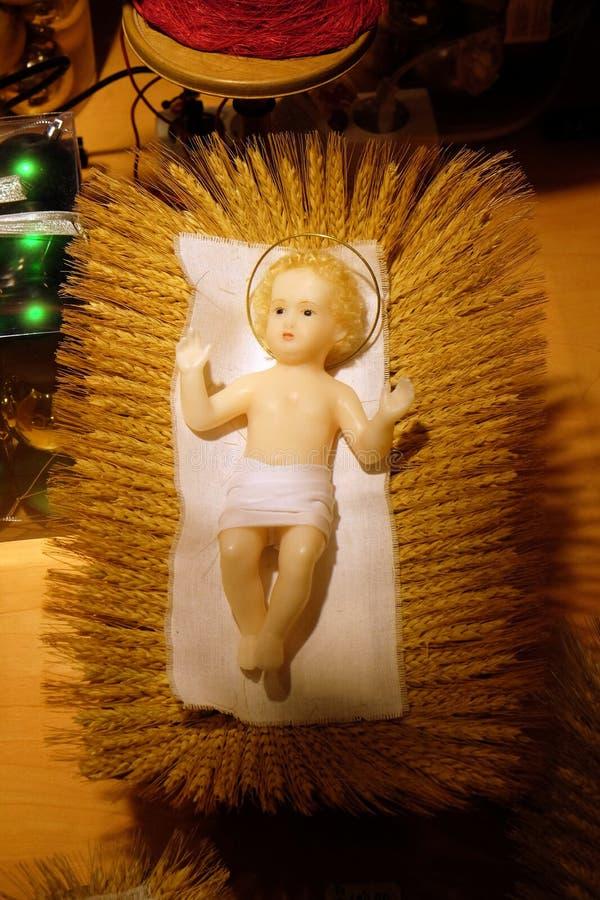 Een cijfer van babyJesus aangaande Kerstmis royalty-vrije stock fotografie