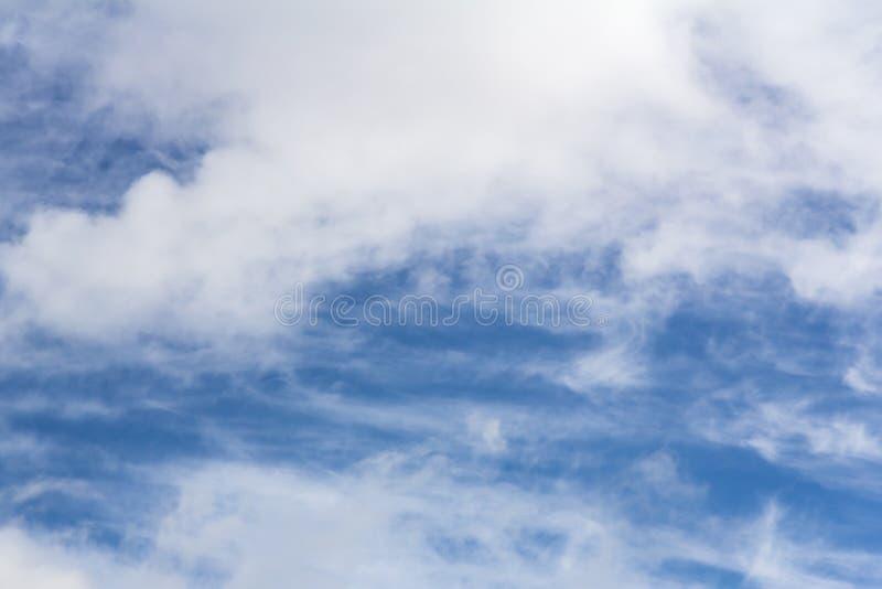 Een Cloudscape op een heldere zonnige dag royalty-vrije stock foto