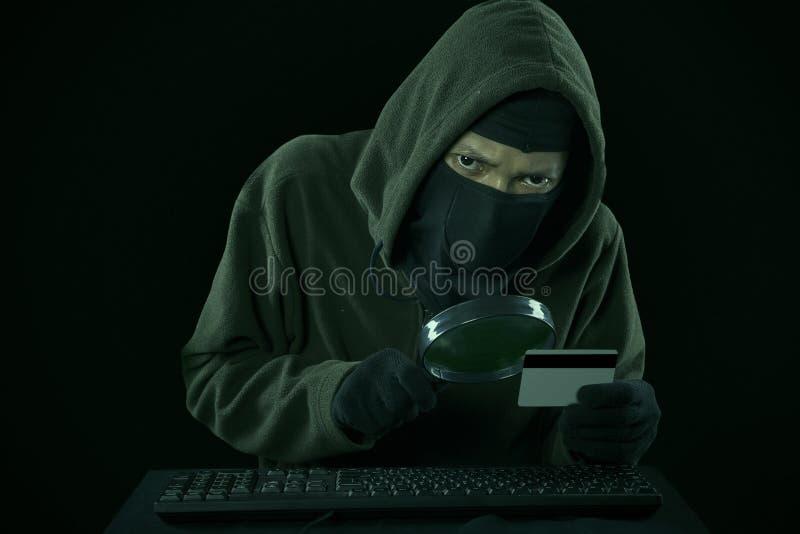Een code van de mensen stealing creditcard royalty-vrije stock fotografie