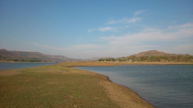 Een combinatie van waterscape en landschap stock foto