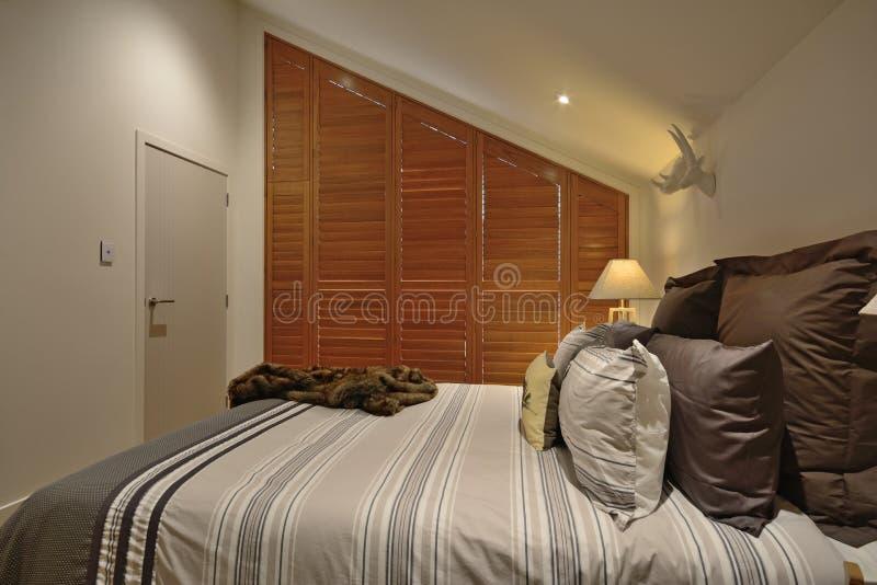Een comfortabele slaapkamer royalty-vrije stock foto