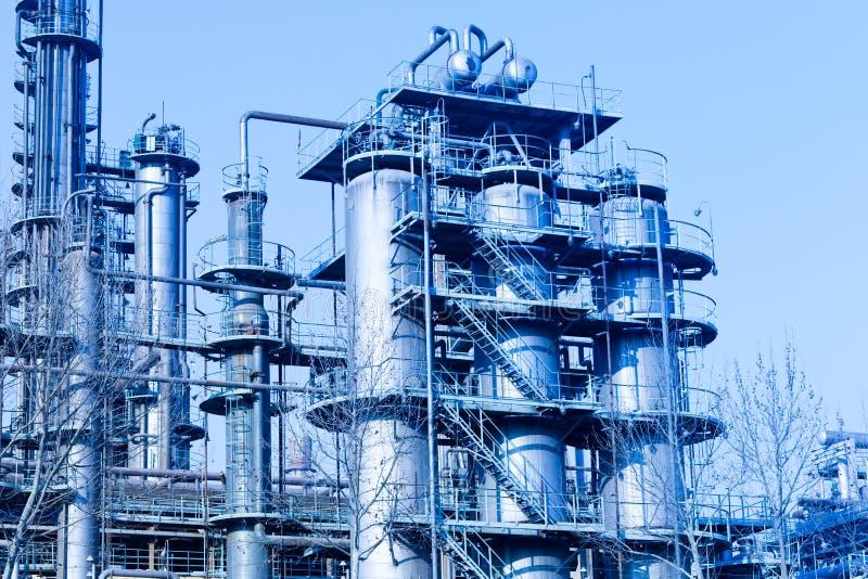 Een complexe deel van raffinaderij stock afbeelding