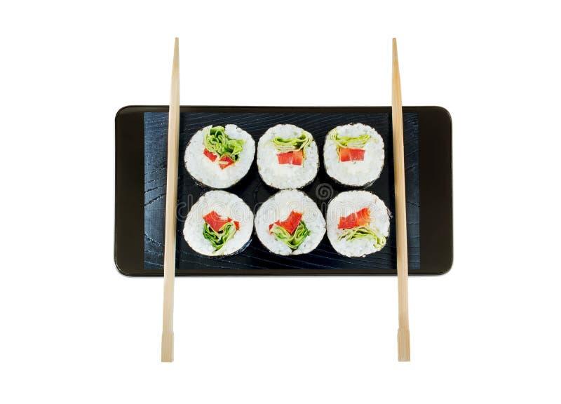 Een conceptuele creatieve 3D volumetrische die foto van een reeks sushi met eetstokjes in smartphone op witte achtergrond wordt g royalty-vrije stock afbeelding