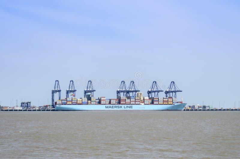 Een containerschip die worden leeggemaakt stock foto