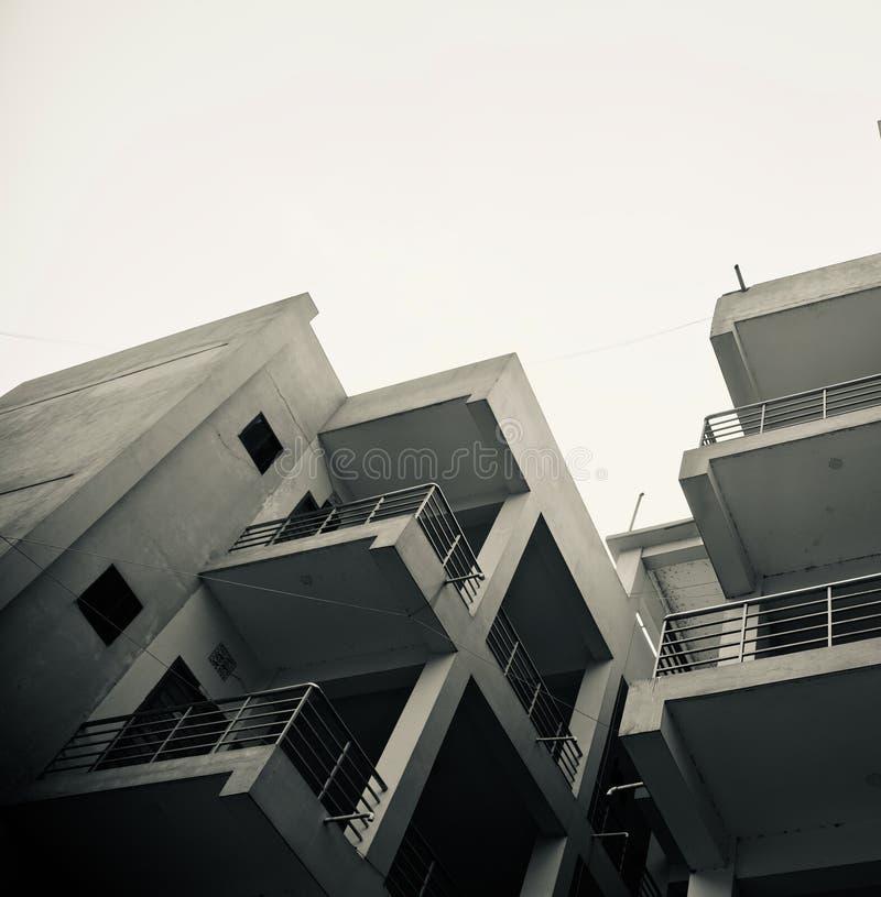 Een curvy moderne architecturale de bouw unieke foto royalty-vrije stock afbeeldingen