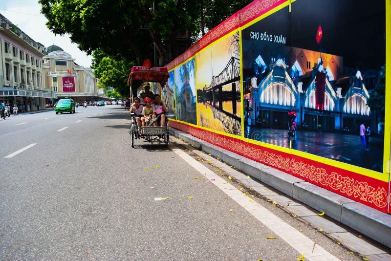 Een cyclobestuurder werkt op 2 Maart, 2012 in Ho Chi Minh City, Vietnam Cyclos is rond voor een meer dan eeuw, maar zij geweest stock foto