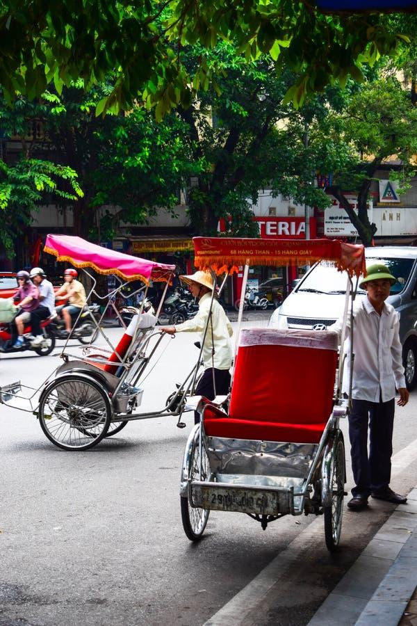 Een cyclobestuurder werkt op 2 Maart, 2012 in Ho Chi Minh City, Vietnam Cyclos is rond voor een meer dan eeuw, maar zij geweest royalty-vrije stock fotografie