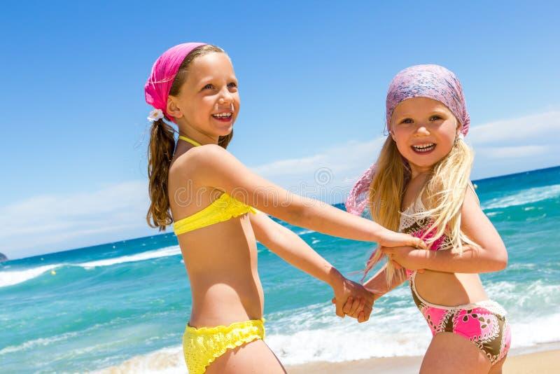 Een dag bij het strand met een vriend. royalty-vrije stock foto's
