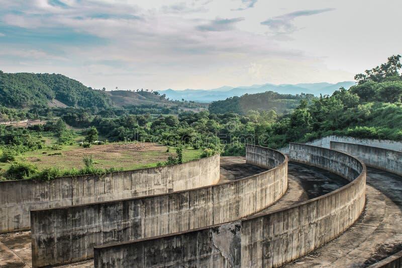 een dam van Thailand stock fotografie