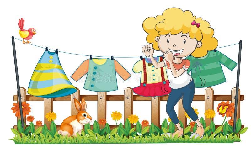 Een dame die haar kleren in de tuin hangen dichtbij de houten omheining vector illustratie