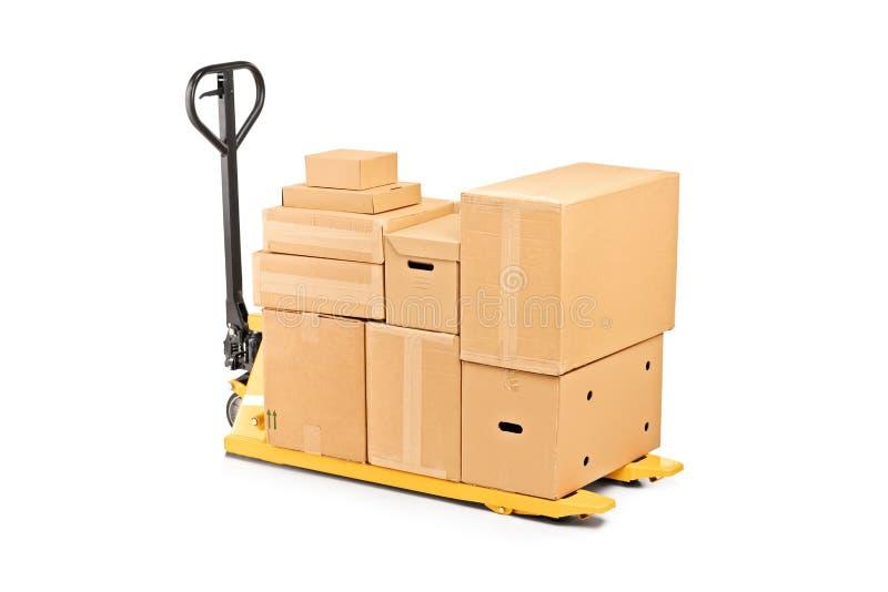 Een de vrachtwagenstapelaar van de vorkpallet met stapel dozen stock afbeelding
