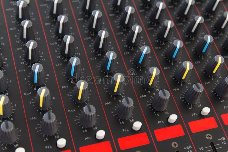Een deel van controle een audio correcte mixer stock fotografie