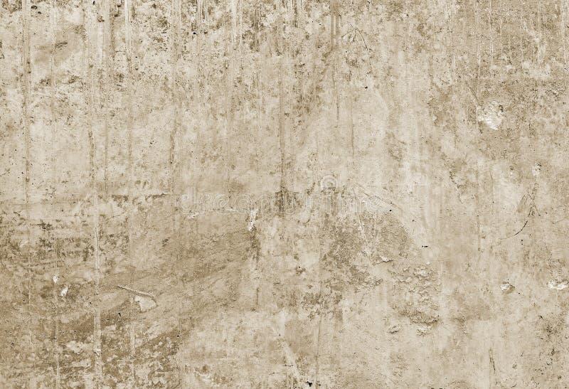 Een deel van de concrete muur met los pleister van het oude gebouw toning stock afbeeldingen