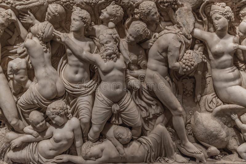 Een deel van de gravure van een oud Aziatisch graf stock foto's