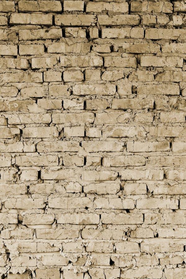Een deel van de muur van baksteenstukken van een oud gebouw voor vernieling toning royalty-vrije stock afbeelding