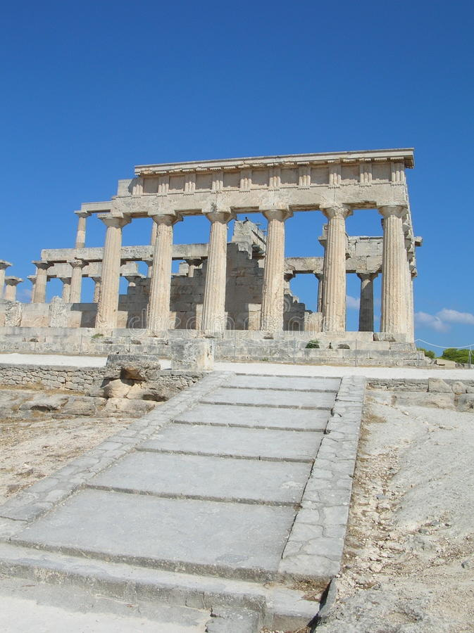 Griekse oude tempel - Aphaia - Aegina stock foto's