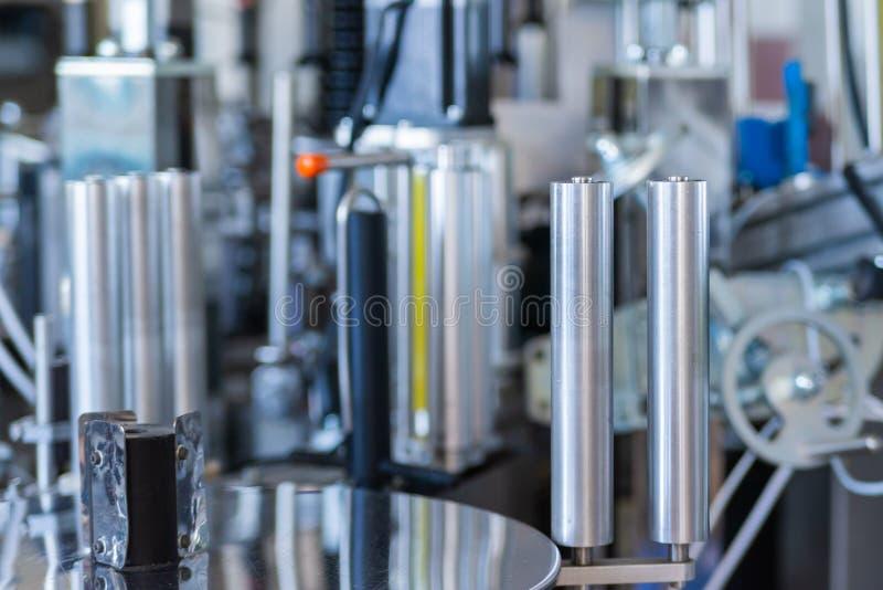 Een deel van dicht de etikettering van apparaat bij moderne wijnmakerij royalty-vrije stock foto