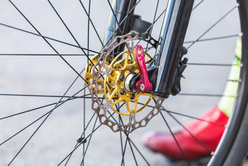Een deel van fiets van de het wielberg van de remschijf de voor stock afbeelding
