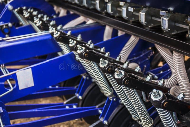 Een deel van het landbouwmateriaal van maaimachinemachines, industriële landbouwzaaimachine stock foto