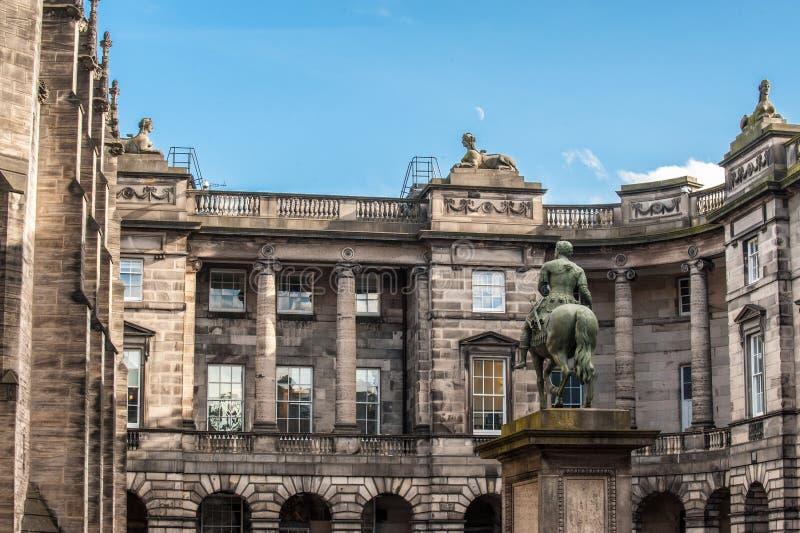 Een deel van het Parlement Vierkant met het ruiterstandbeeld van Charles stock afbeelding
