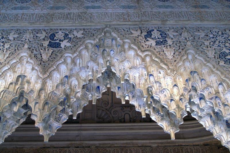 Een deel van het plafond in het Spaanse Moorse kasteel stock foto's