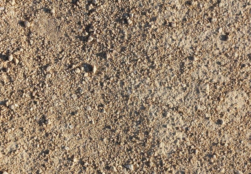 Een deel van landweg van klein grint en zand, textuur stock foto's